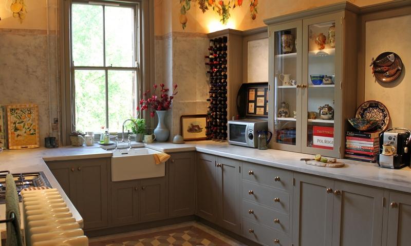 6-shaker-kitchen-painted-wood-worktop-belfast-sink-800w