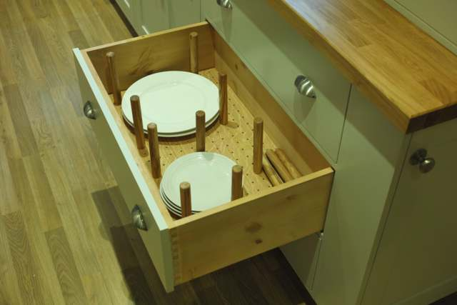 drawer-fitments-for-plates